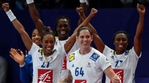 les-handballeuses-francaises-qualifiees-pour-la-finale-de-l-euro-le-14-decembre-2018_6137916